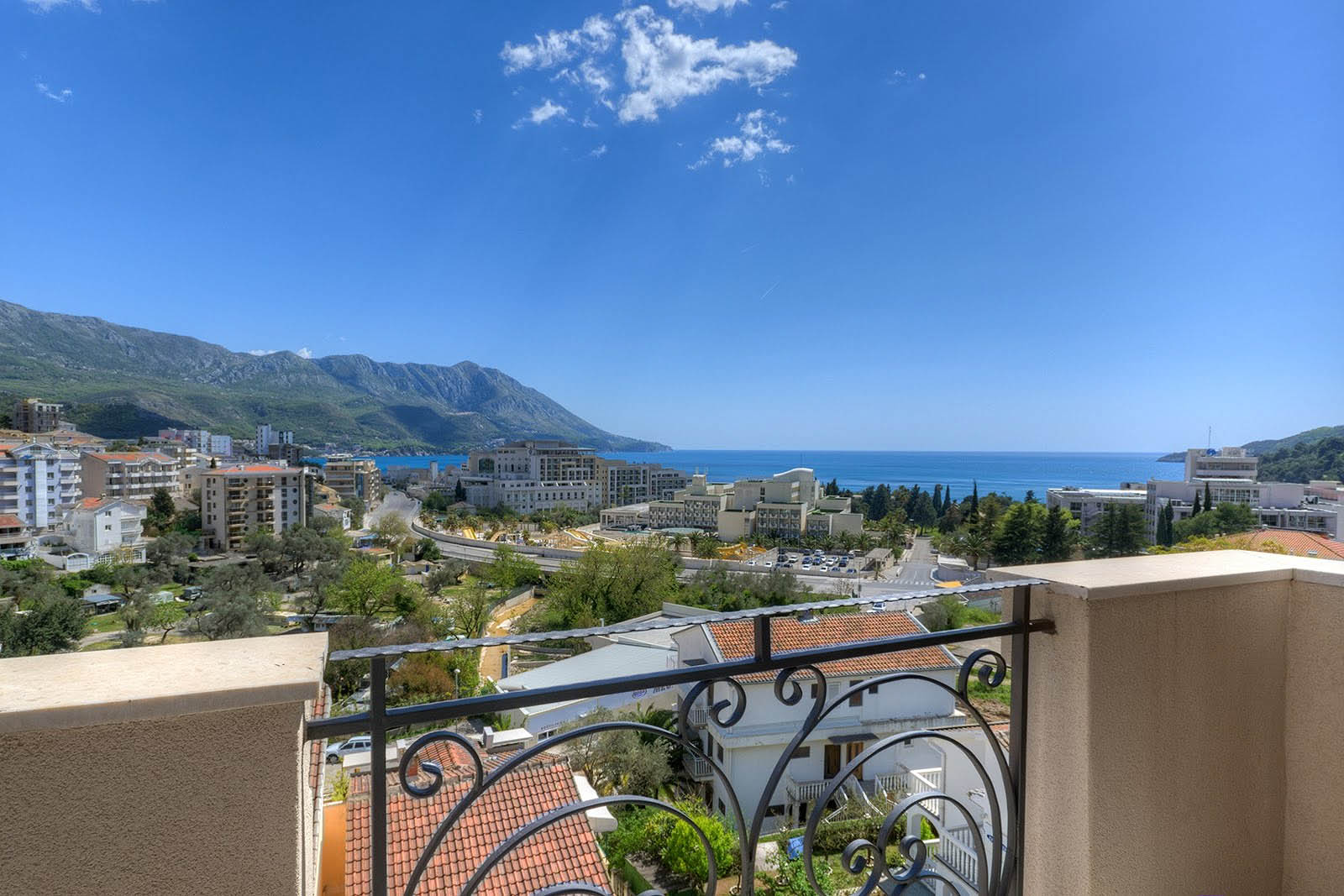 Budva, Bečići – one-bedroom apartment with sea view