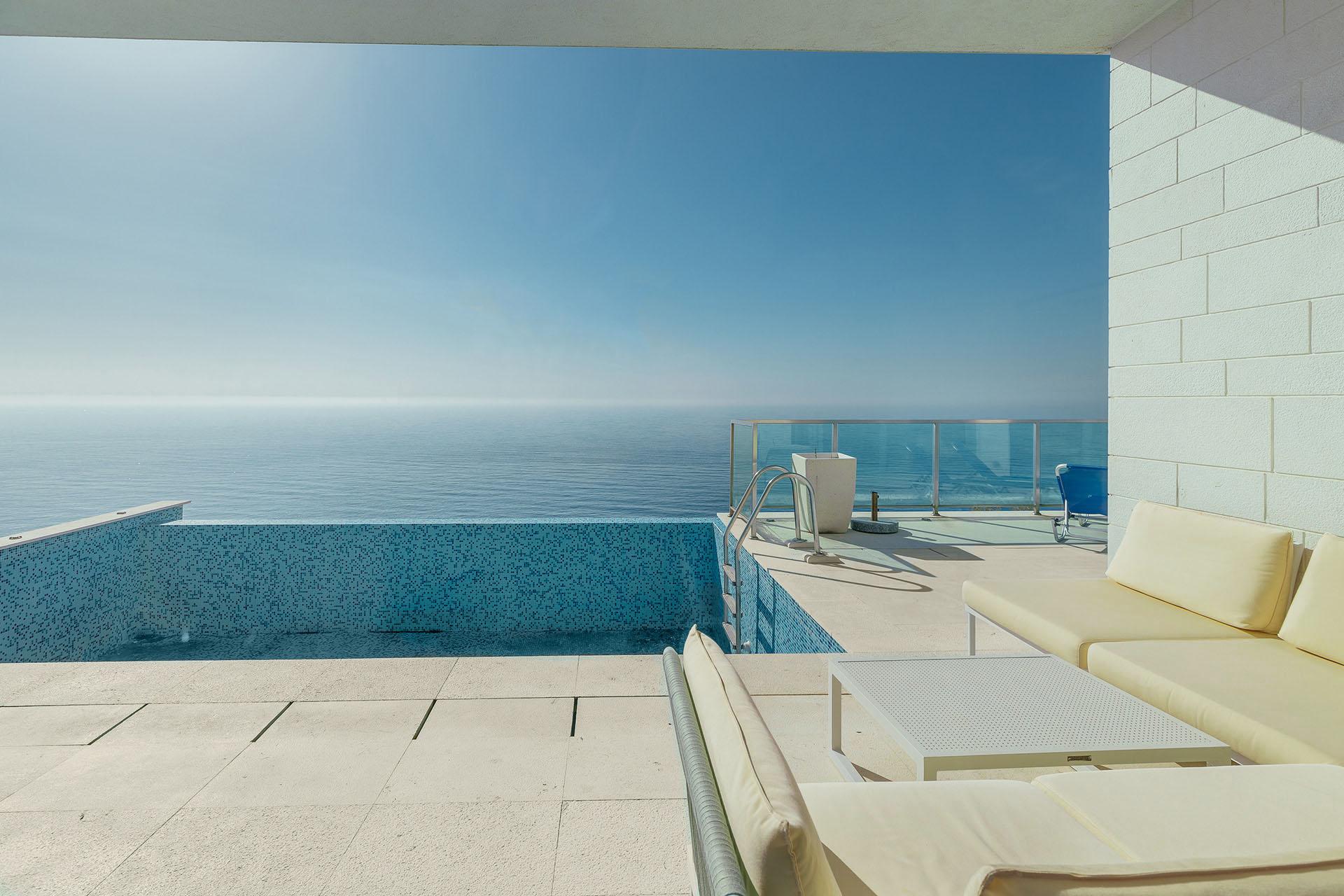 Budva, Rijeka Rezevici – apartment with private pool, in a seafront residential complex
