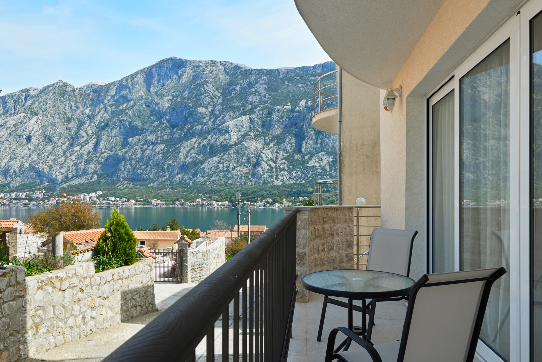 Kotor, Prčanj – furnished two-bedroom apartment with sea view