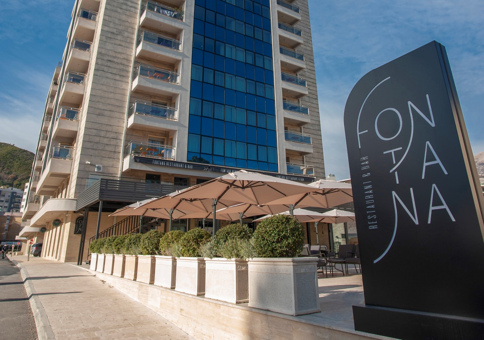 Budva, Mediteranska street – apartments in a complex on the first line to the sea
