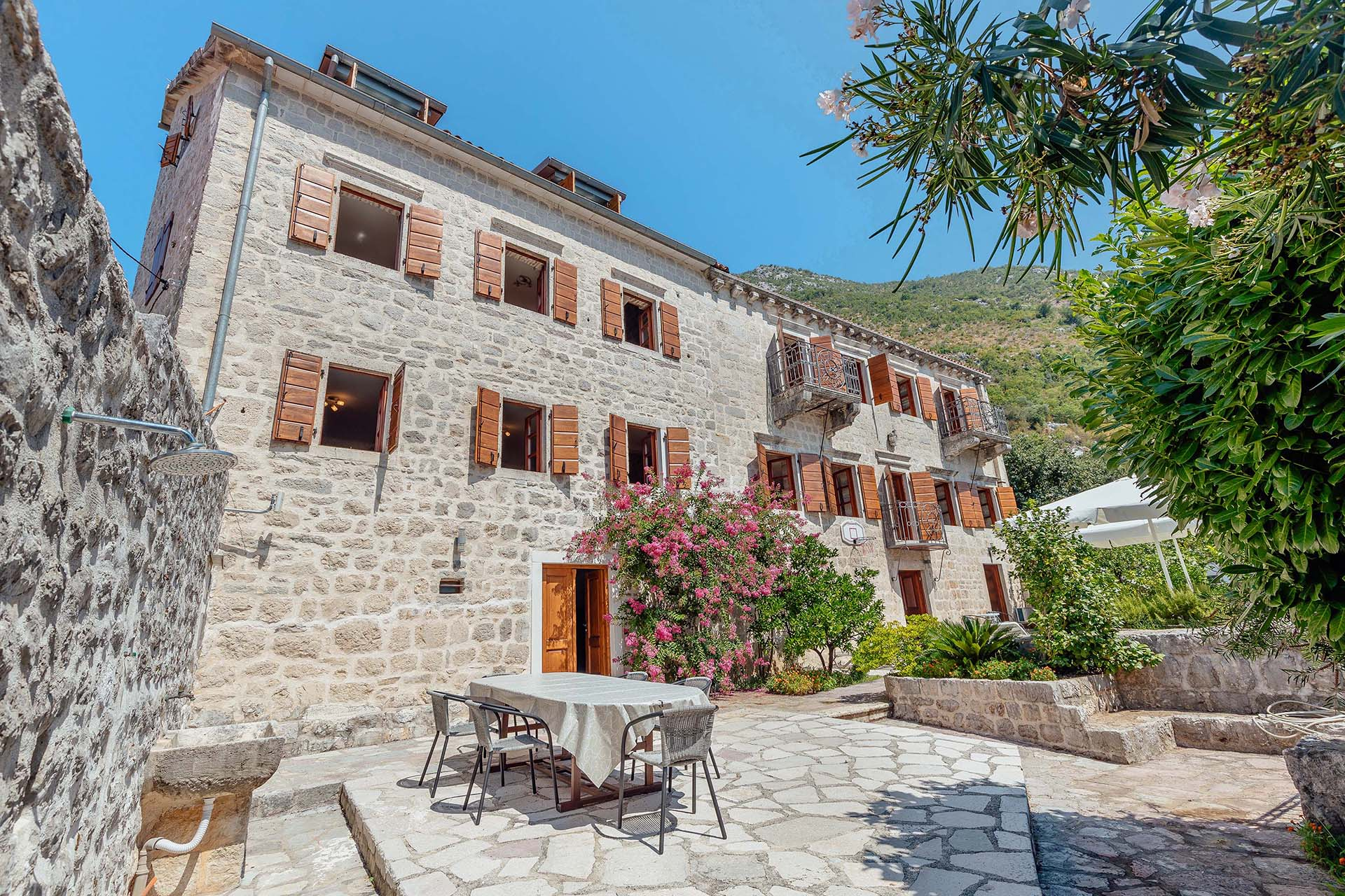 Kotor, Perast – renovated stone palace from the 17th century