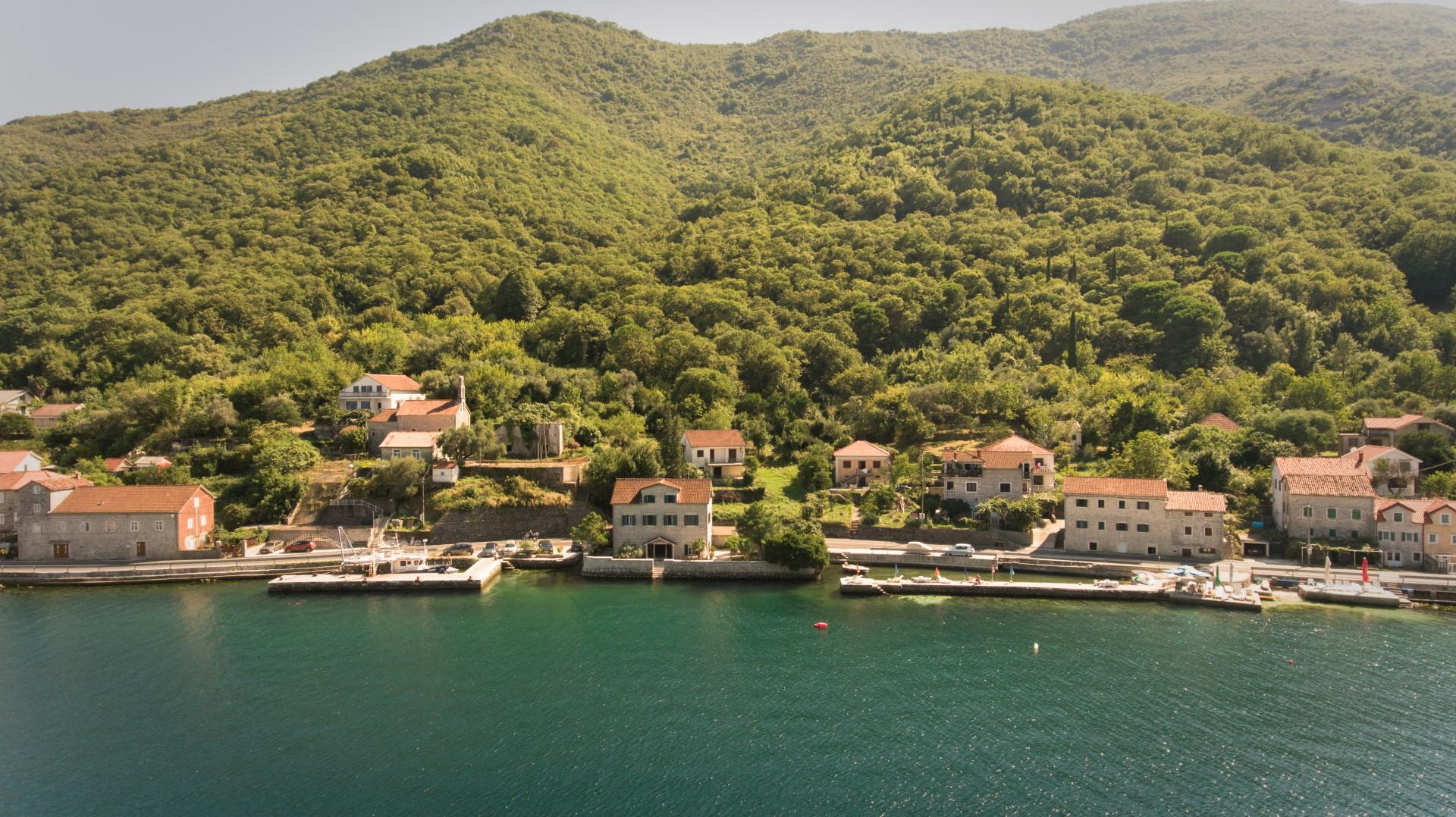 Kotor, Kostanjica – kamena vila na prvoj liniji do mora