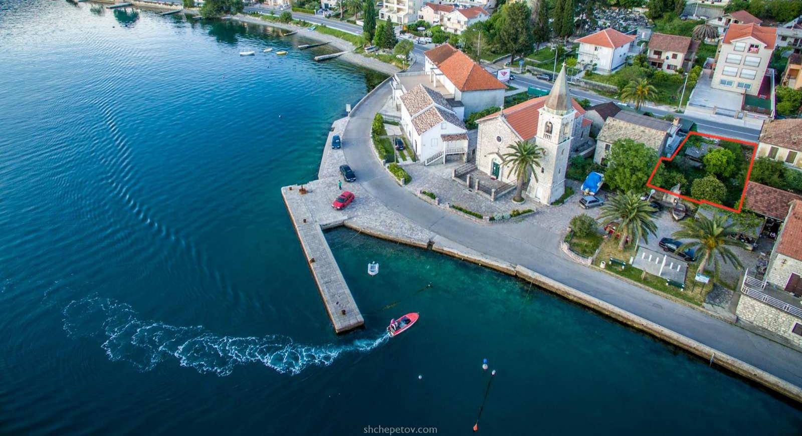 Тиват, Донья Ластва – урбанизированный участок в 20 метрах от моря