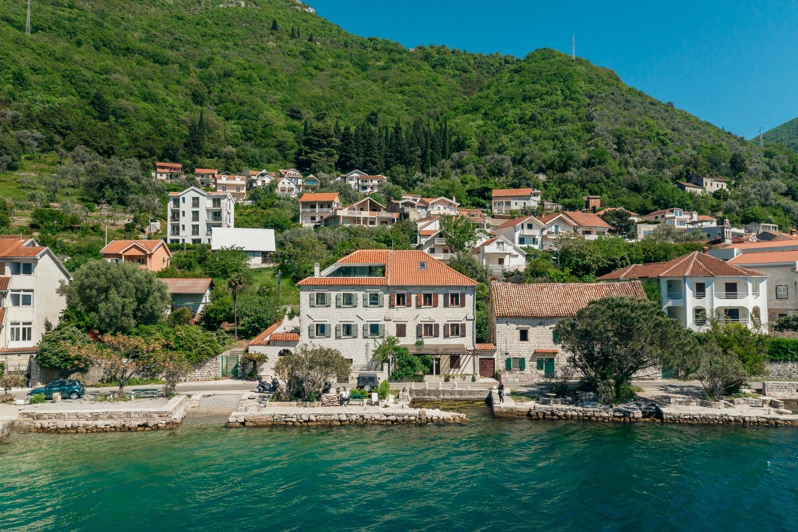 Тиват, Лепетане — отреставрированная каменная вилла у моря