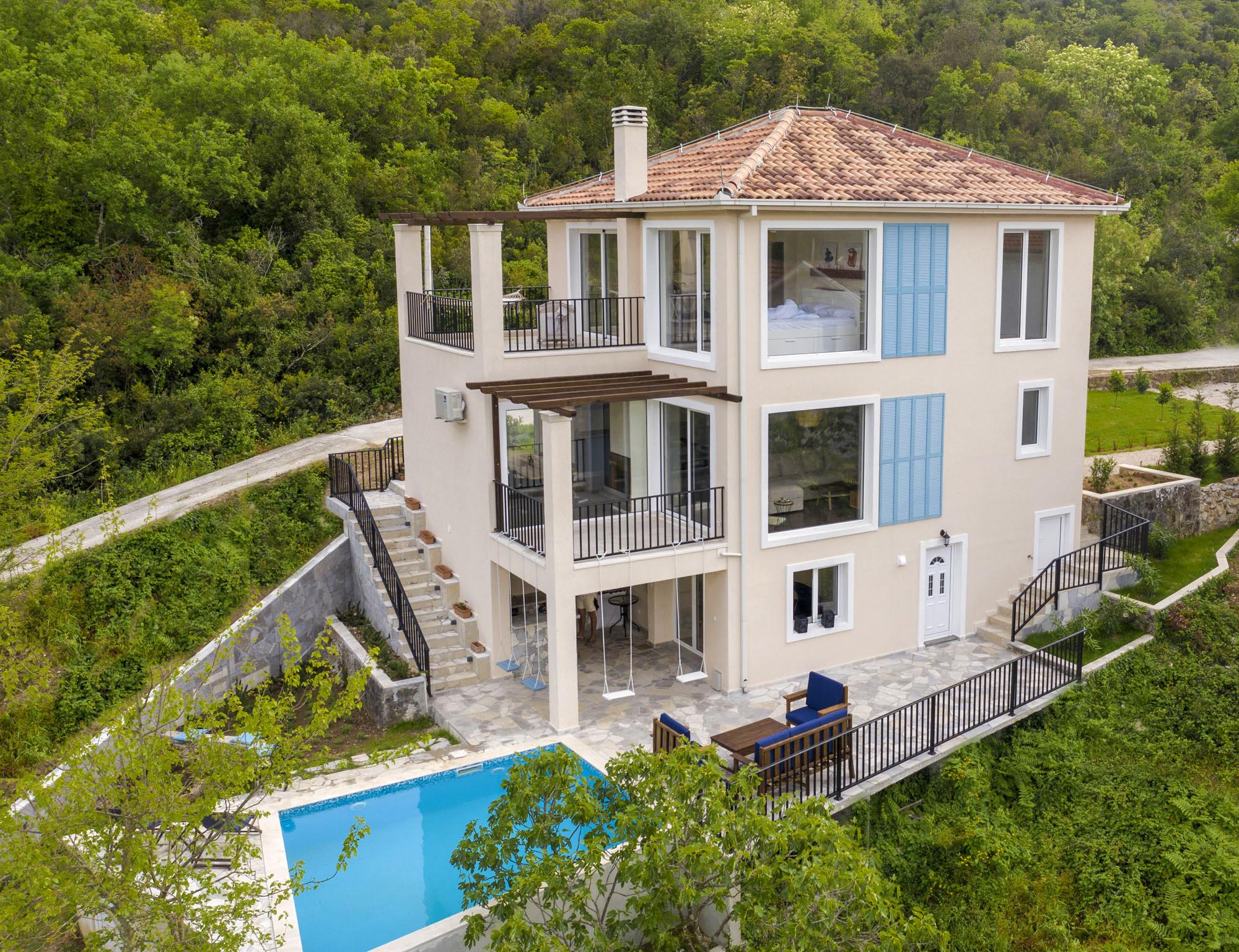 Тиват, Белила — новая трехэтажная вилла с видом на море