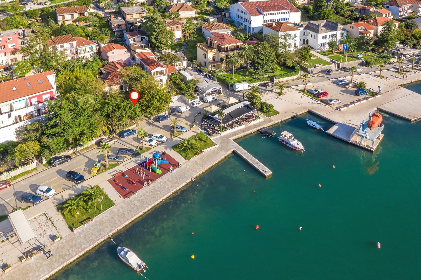 Котор, Доброта - урбанизированный участок на берегу моря для строительство отеля