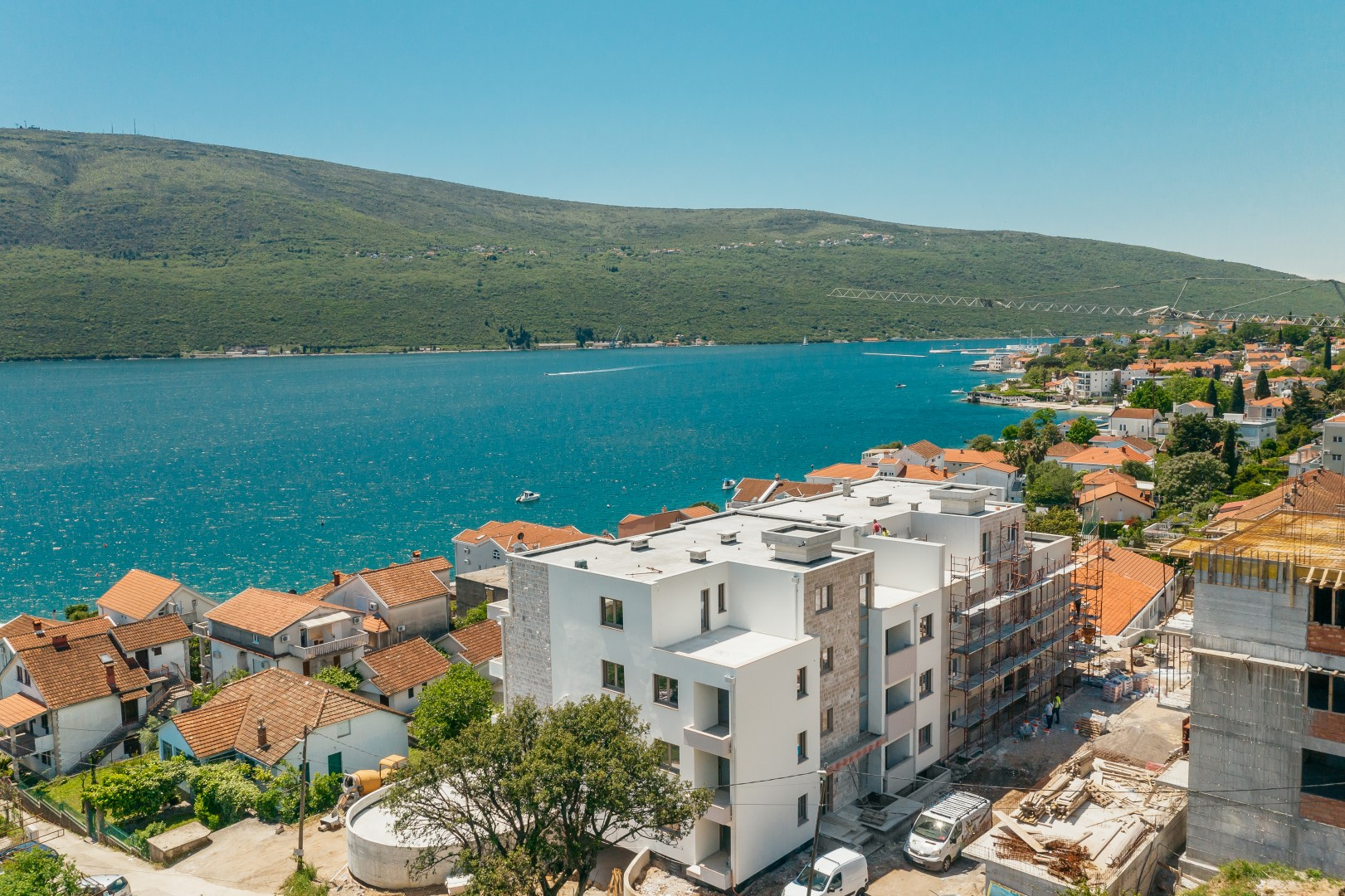 Herceg Novi, Baošići – novi stambeni kompleks sa bazenom na 80 m od mora