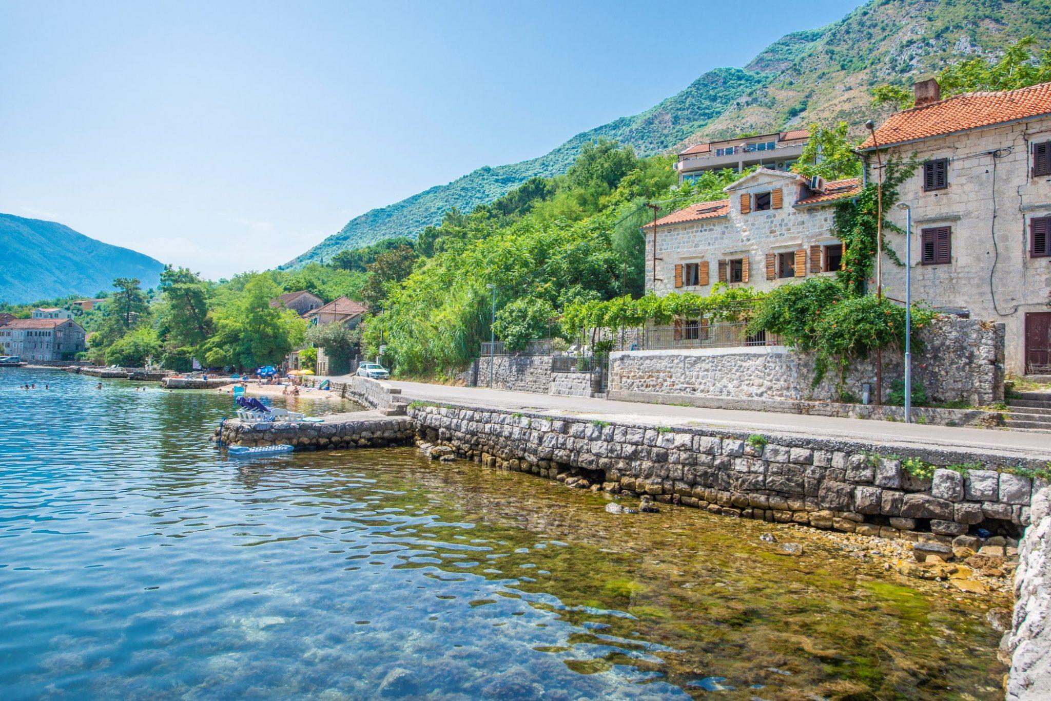 Kotor, Prčanj – kamena vila na prvoj liniji do mora
