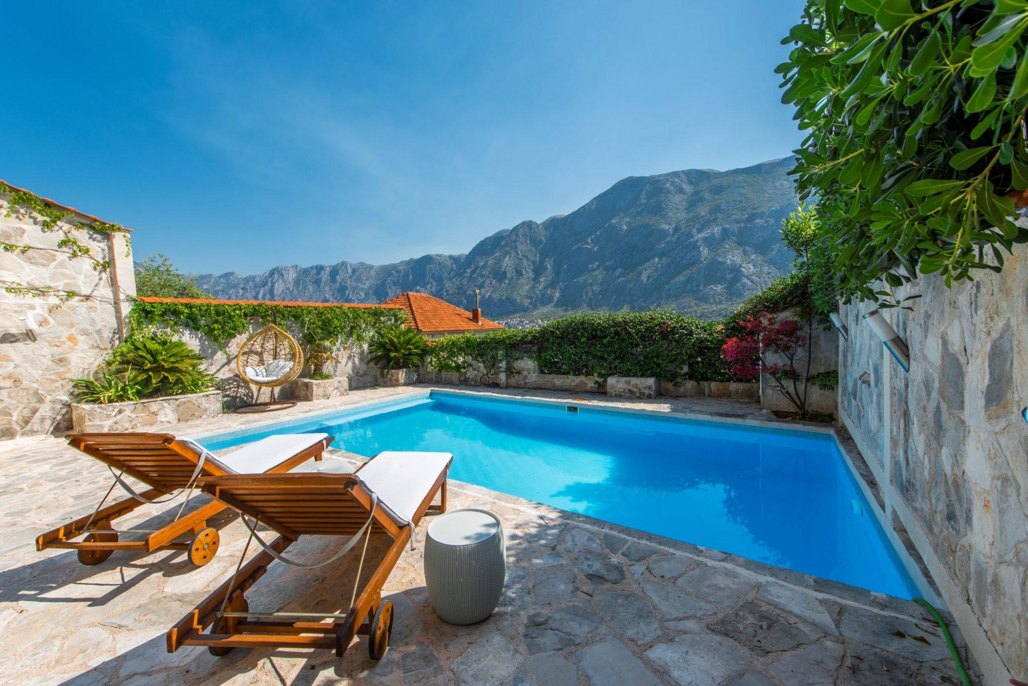 Котор, Прчань — вилла с открытым бассейном и панорамным видом на залив