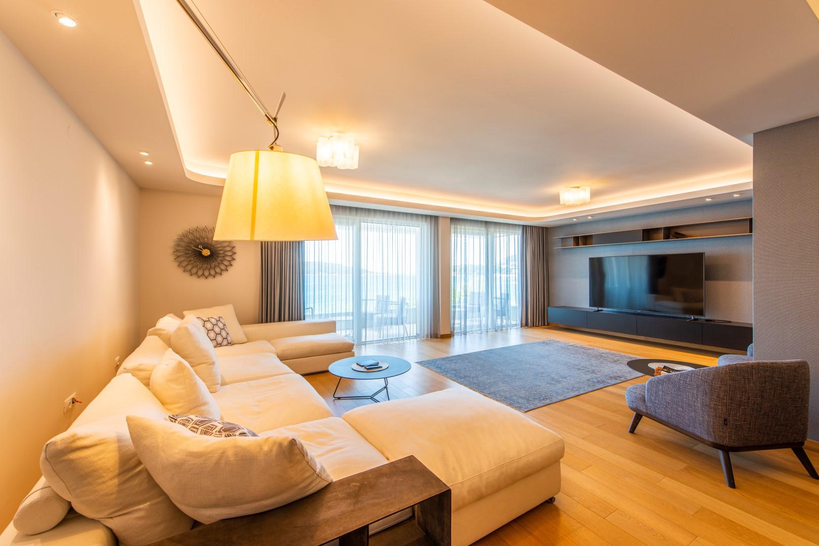 Budva, Rafailovici – luxury three-bedroom apartment on the first line to the sea