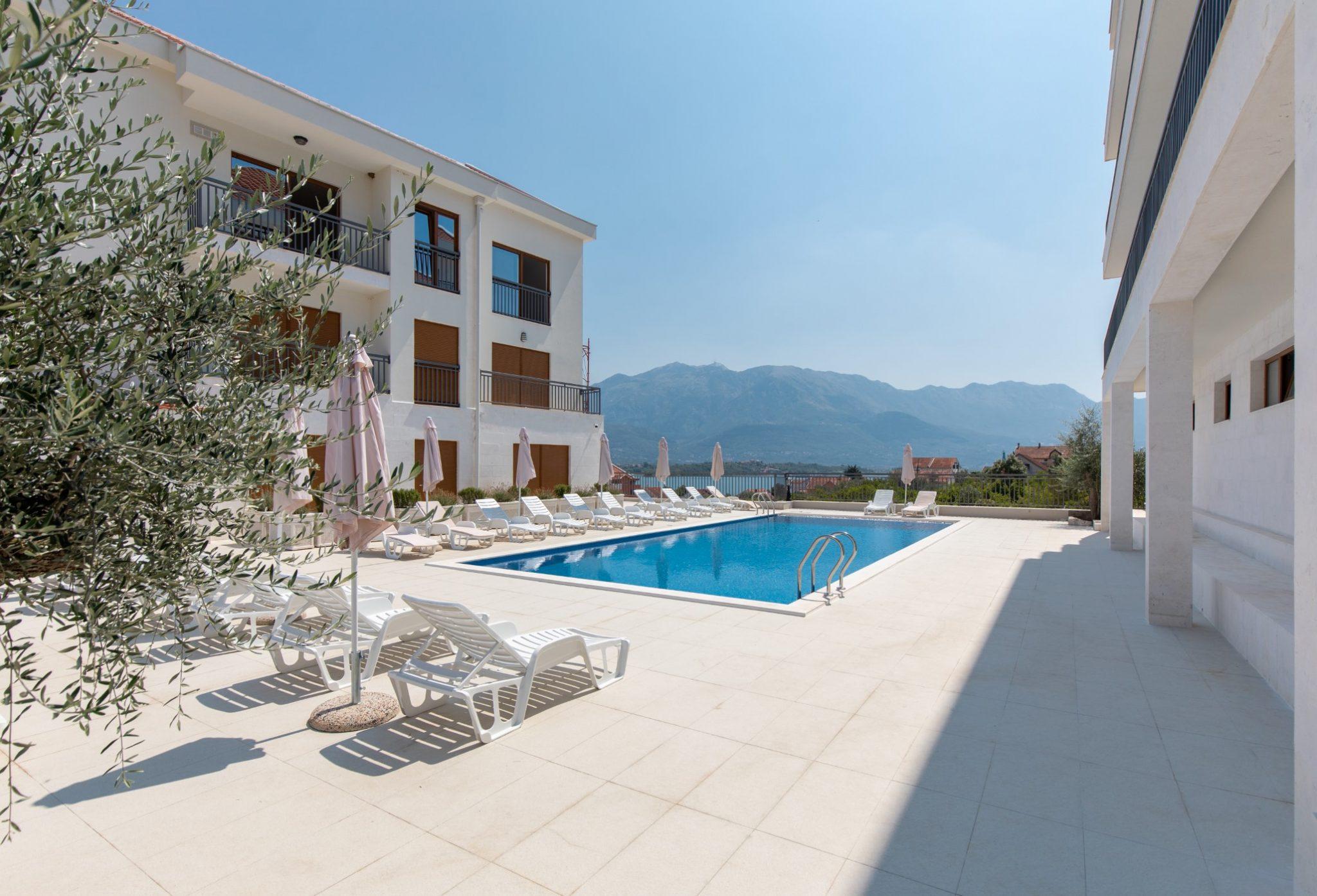 Tivat, Đuraševići – apartmani u luksuznom zatvorenom kompleksu sa bazenom