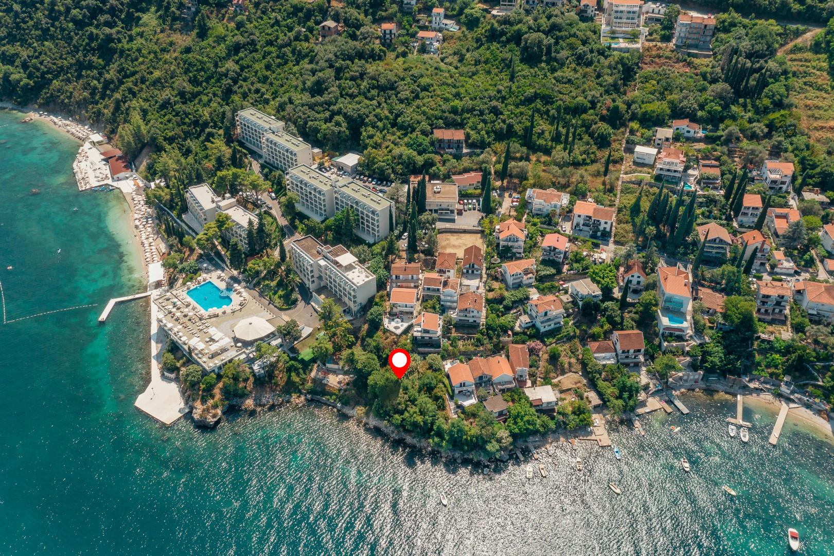 Herceg Novi, Njivice – urbanizovani plac sa svojom obalom dužine 32m