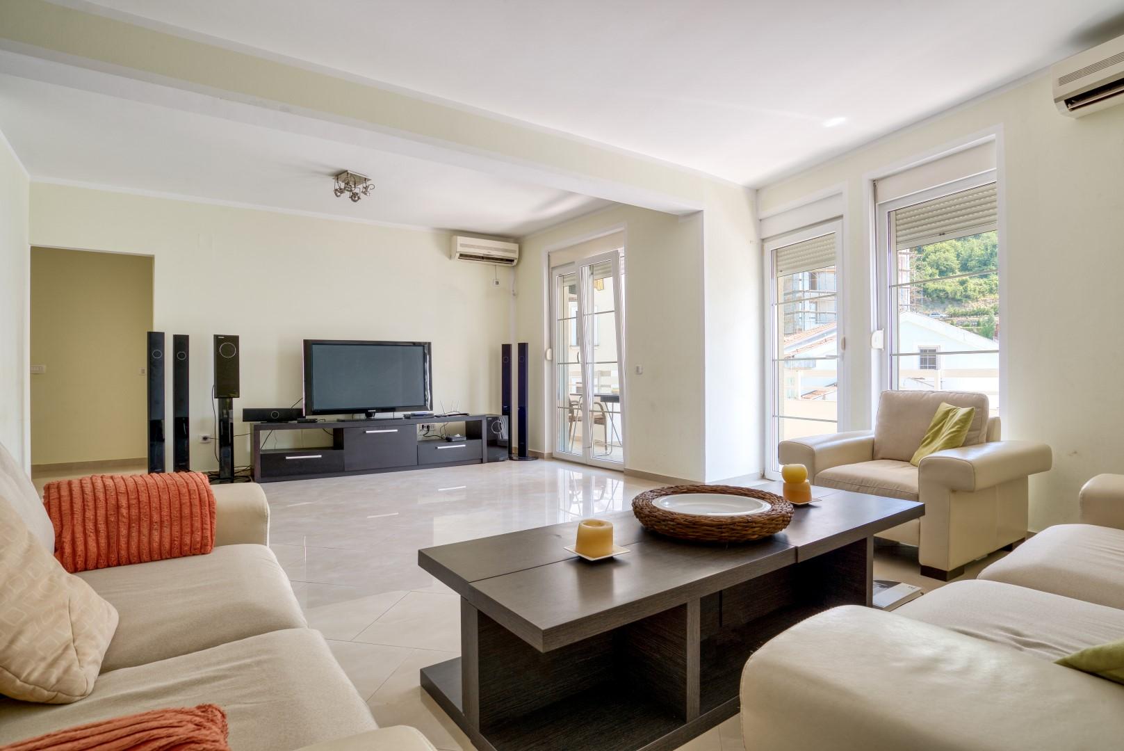 Budva, Rafailovici – luxury three-bedroom apartment with garage, 100m from the sea