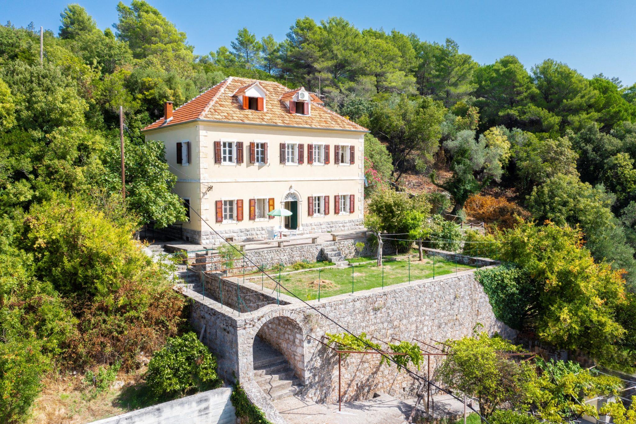 Kotor, Bigovo – century old stone villa in the heart of Bigovo village
